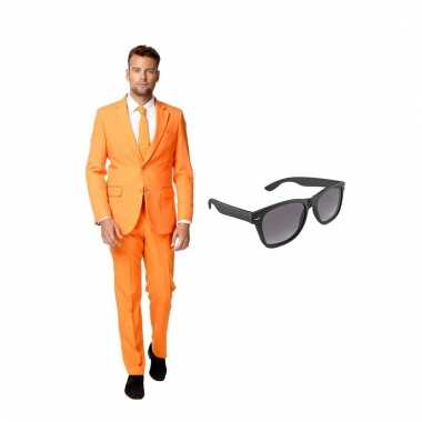 Carnavalspak oranje heren pak (s) gratis zonnebril