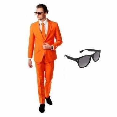 Carnavalspak oranje heren pak (xl) gratis zonnebril