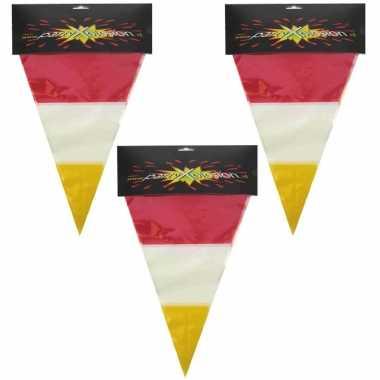 X stuks plastic vlaggenlijn rood/wit/geel carnaval meters